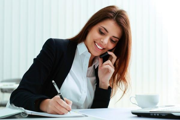 Richtig telefonieren zu können ist eine Kompetenz, welche die Jugendlichen während der Lehrstellensuche benötigen.